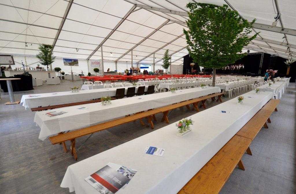 Festhalle mit Bühne