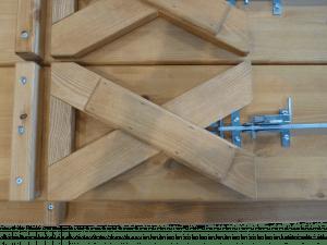 Holz-X-Beine